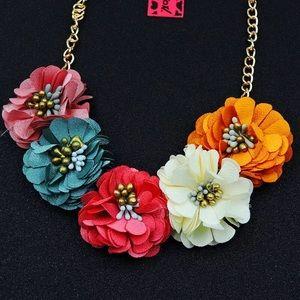 Betsey Johnson Flower 🌸 Necklace